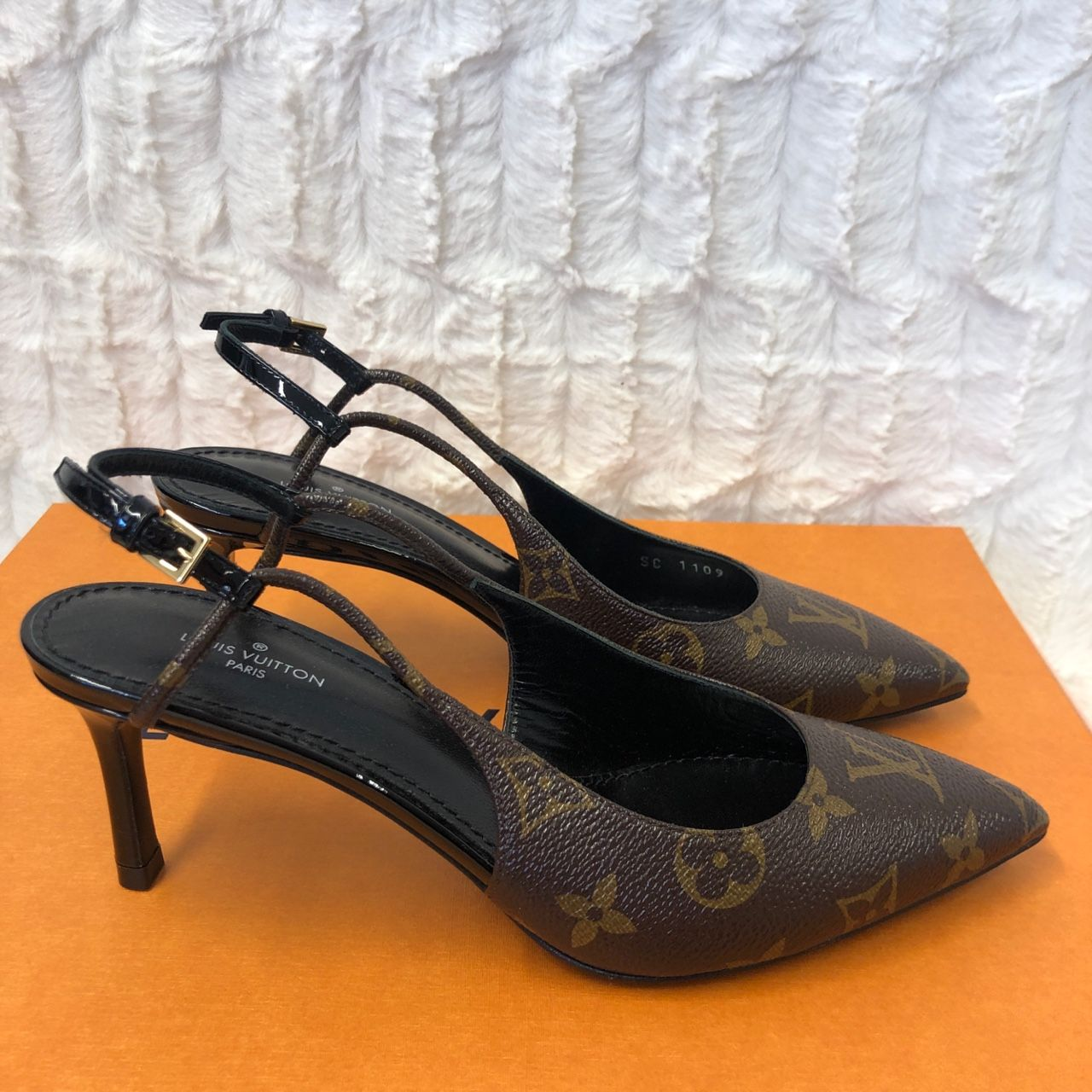 Louis Vuitton Cherie Slingback Pumps 1A5BPP