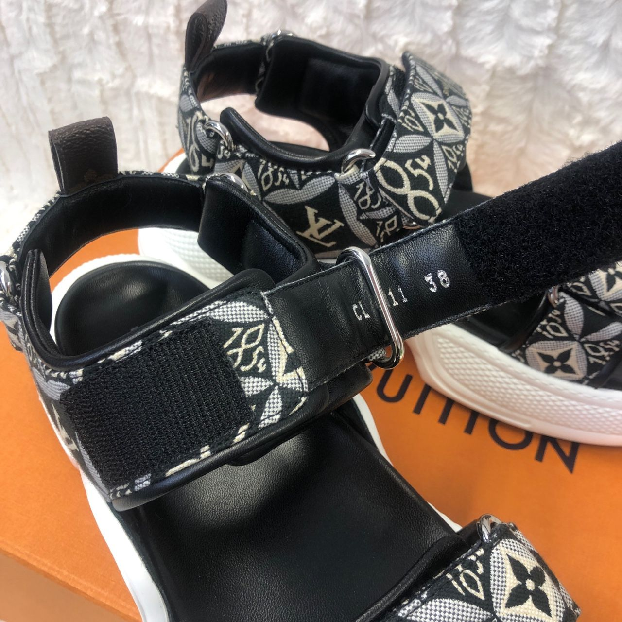 Louis Vuitton LV Archlight Sandals 1A8UOU